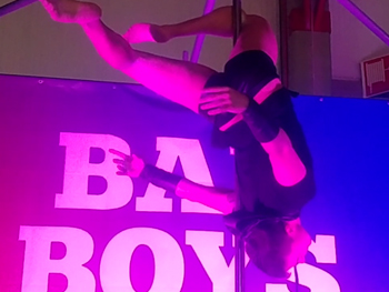 Pole Dance de Deal Rox en el HotGay 2019